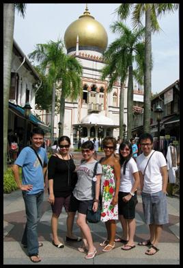 di depan masjid sultan