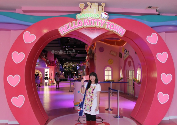depan hello kitty town
