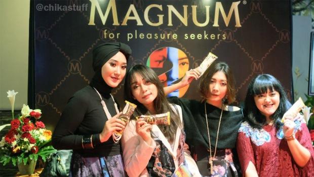 booth magnum