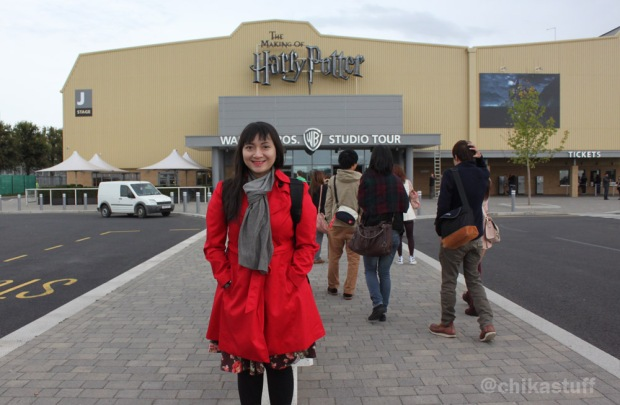 di depan harry potter studio