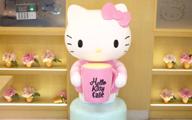 hello-kitty-statue